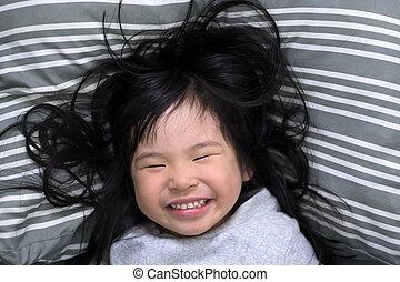 réveille, haut, jeune, matin, fille souriant