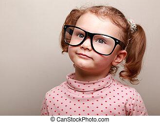 rêver, mignon, girl, dans, lunettes, recherche, sur, espace copy