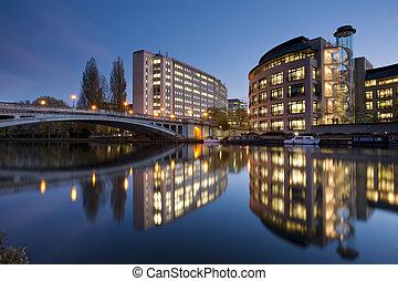 río, anochecer, encima, berkshire, lectura, thames, reino unido, lectura, puente