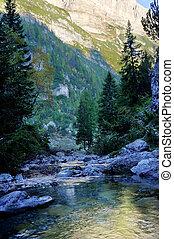 río, en, montañas