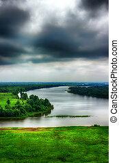 río, kama, tarde, nubes de la tormenta, punta la vista, de, tatarstan, yelabuga, rusia