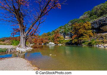 río, tejas, follaje, otoño