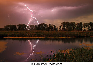 río, tormenta
