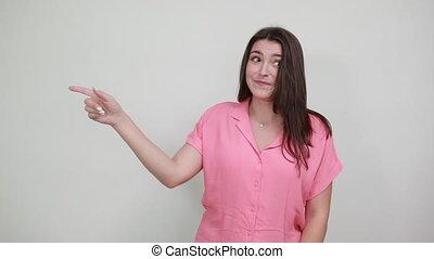 różowa koszula, keeping, na bok, spoinowanie, uśmiechanie ...