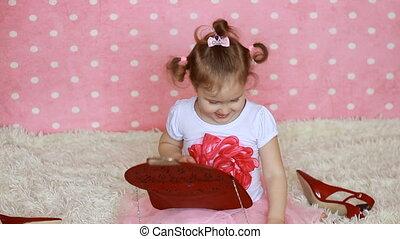 różowy, fashionista., mały, glamour., sunglasses, sprytny, fashion., laughs., tło., formułować, hearts., stroje, dziecko, uśmiecha się, dziewczyna, zabawny, czerwony