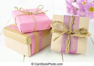 rózsaszínű, barna, csoport, tehetség, kézi munka, dobozok, erdő, beburkol, fehér