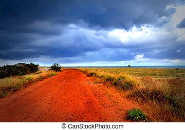 röd väg, till, hav, under, den, mulen himmel