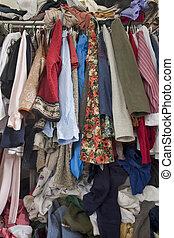 rörig, overfilled, skåp, kläder