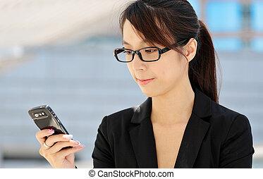 rörlig telefonera, kvinna, texting