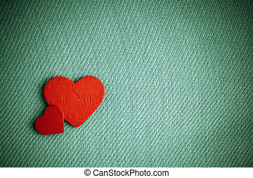rød, af træ, ornamental, hjerter, på, grønne, klæde, baggrund.