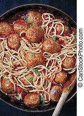 rústico, albóndiga, espaguetis, en, salsa de tomate
