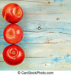 rústico, manzanas rojas, plano de fondo, tres