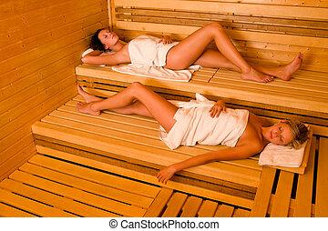 ręcznik, odprężając, dwa, sauna, zawinięty, leżący, kobiety