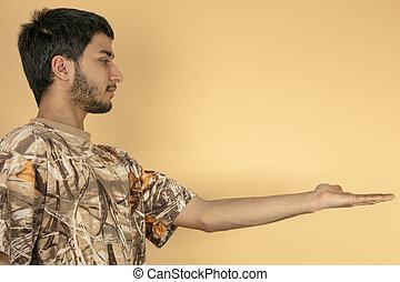 ręka, młody, poza, jego, zawiera, człowiek