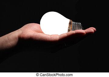 ręka, z, lightbulb, na, czarne tło
