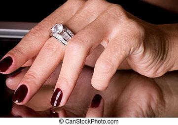 ręka, z, złoty, biżuteria