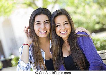 raça misturada, adulto jovem, femininas, amigos, retrato