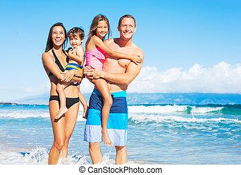 raça misturada, praia, família, feliz