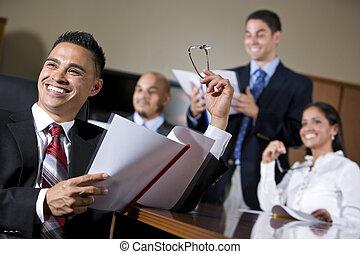 raadzaal, spaans, het glimlachen, zakenlui