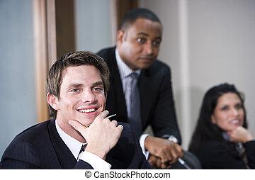 raadzaal vergadering, multi-etnisch, zakendirecteurs