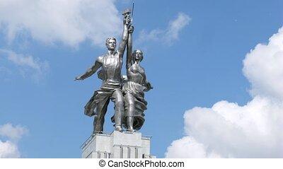 Rabochiy i Kolkhoznitsa monument, side view, time lapse