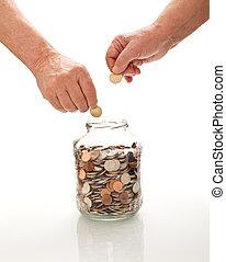 raccolta, monete, vaso, vetro, mani, anziano