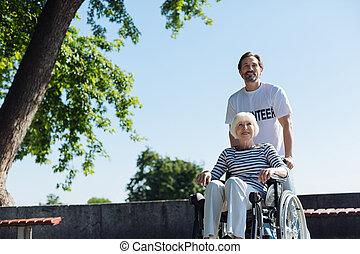 radiant, parc, agréable, homme aîné, dame, sortir