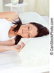 radiante, mulher, dormir, em, dela, cama