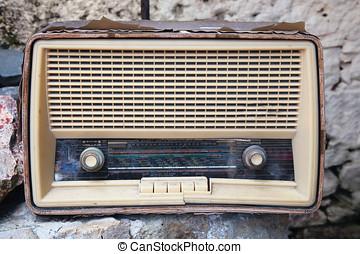 radio, portato fuori