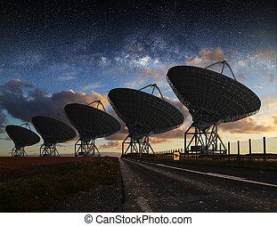 radio verrekijker, aanzicht, op de avond