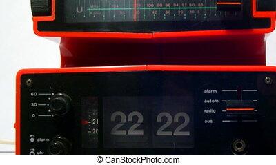 radioclock-loop-hd720-30fps