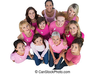 radosny, kobiety, przeglądnięcie do góry, chodząc, różowy, dla, rak piersi