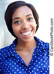 radosny, młody, afrykańska amerykańska kobieta, uśmiechanie się