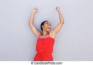 radosny, młody, czarna kobieta, z, herb podniesiony