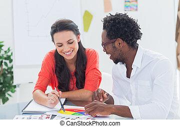 radosny, projektanci, pracujący razem