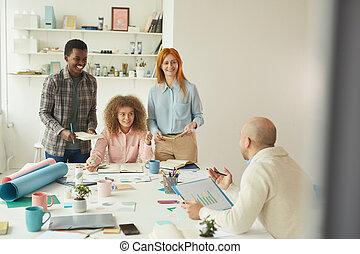 radosny, stażyści, twórczy, biuro