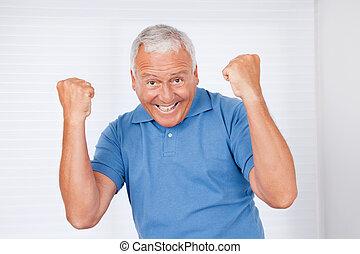 radosny, starszy człowiek