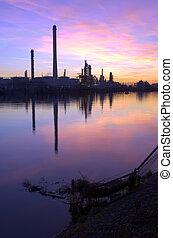 raffineria petrolio, tramonto