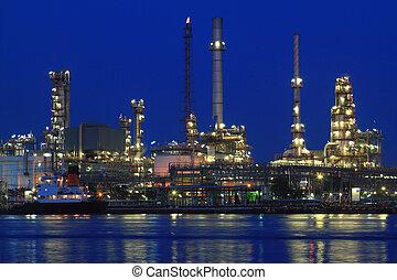 raffinerie pétrole, crépuscule