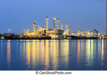 raffinerie pétrole, usine industrielle