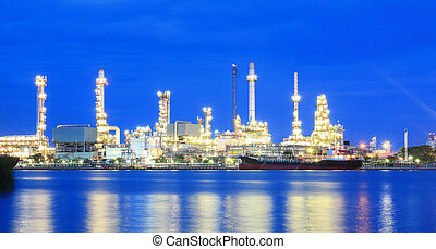 raffinerie, plante, secteur, à, crépuscule, panorama