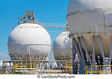 raffinerie, réservoirs