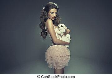 ragazza, abbracciare, coniglio, giovane, attraente