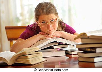 ragazza adolescente, cultura, a, il, scrivania, guardando