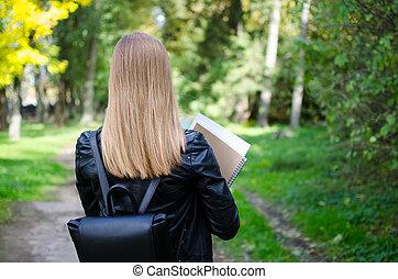 ragazza adolescente, esterno, presa a terra, libri