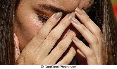 ragazza adolescente, pianto, triste