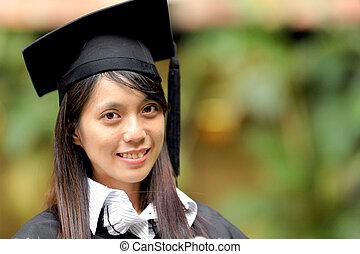 ragazza asiatica, graduazione