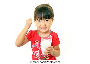 ragazza, bendo latte