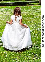 ragazza, camminare, in, fiore, field.