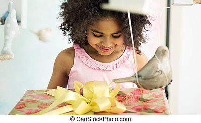 ragazza, compleanno, adorabile, regalo, apertura